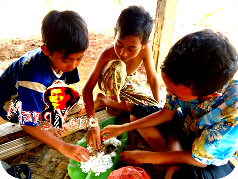 Makan Nasi Liwet Di Saung Sawah
