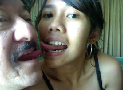 lebih baik diekspose agar istri asli si ABG Tua alias si Om Hepi Tau..