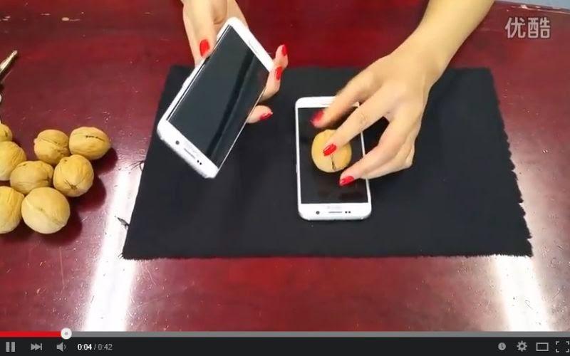 Uji Tangguh, Galaxy S6 & S6 Edge Digunakan untuk Buka Kacang
