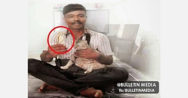 Lelaki Ini Jumpa Sesuatu Yang Sangat BERHARGA Ketika Mengebumikan Anak Kucingnya
