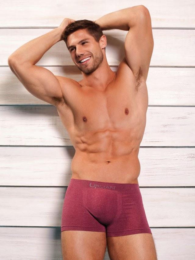 Jonas Sulzbach posa de cueca para campanha de verão da Upman. Foto: Divulgação