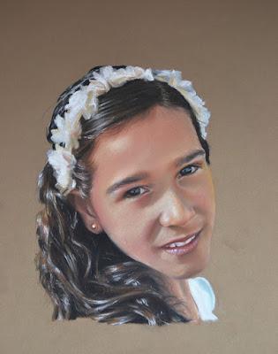 Retrato de una niña con diadema a pastel