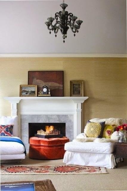 Картины в гостиной над камином