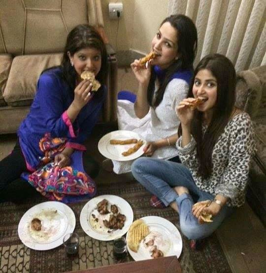 sajal ali eating with friends