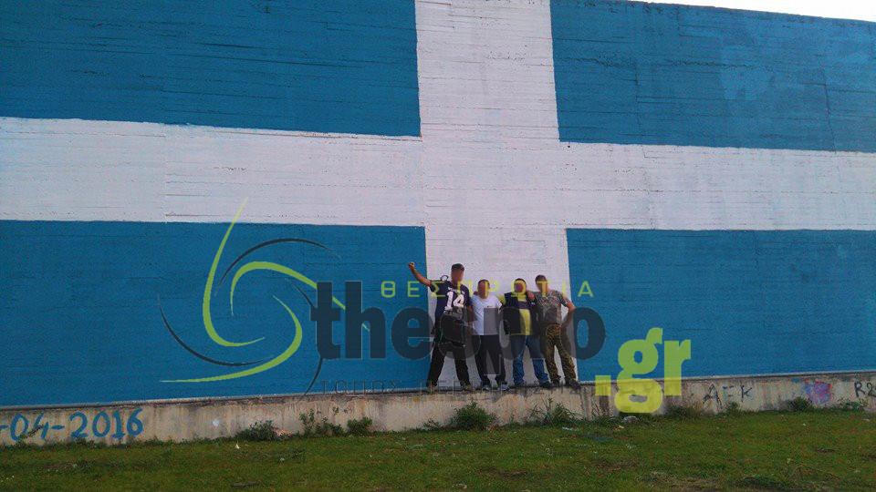 Σημεία των καιρών: Συνελήφθησαν για φθορά ξένης ιδιοκτησίας επειδή ζωγράφισαν την ελληνική Σημαία σε υδραγωγείο !
