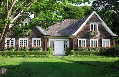 The designer 39 s muse english garden in the hamptons for Hamptons home garden design