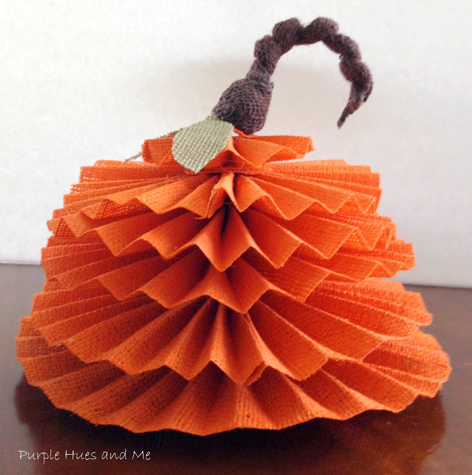http://plumperfectandme.blogspot.com/2014/09/burlap-accordian-pumpkin.html
