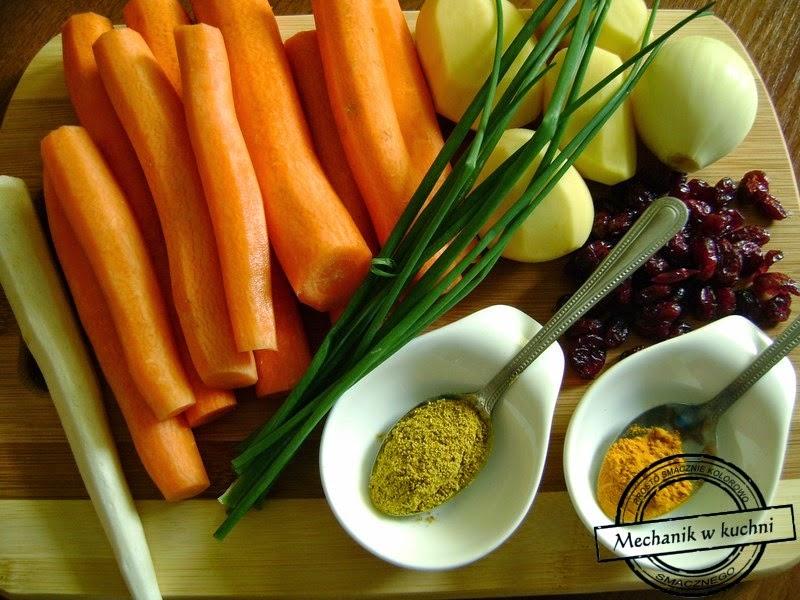 Zupa marchewkowa z żurawiną mechanik w kuchni