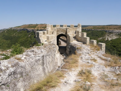 Bulgarian archaeologist claims finding oldest town in Europe