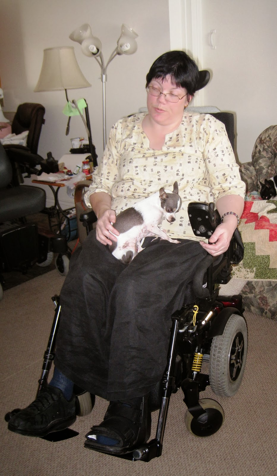 Jodi Nelson and her chihuaha rocking a CReATE wheelchair.