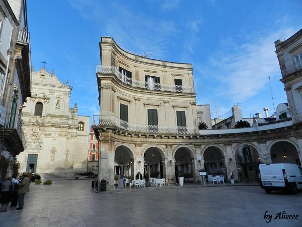 Plazza-Fanelli-obiectiv-turistic-Martina-Franca