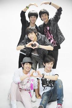 They are 빛나는 샤이니 ♥
