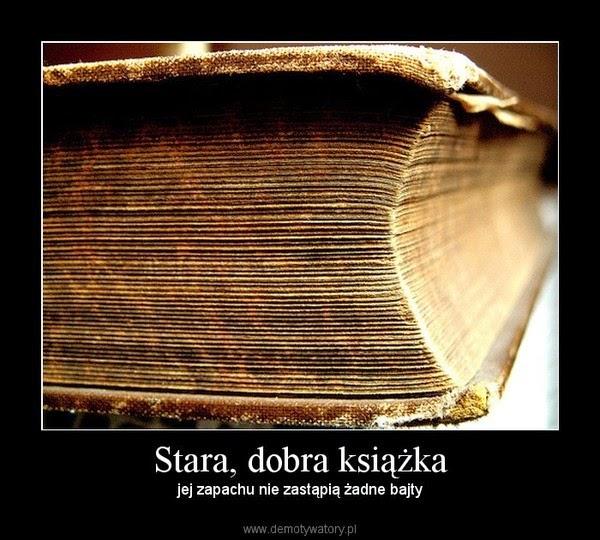 Półeczki pełne darmowych książek.