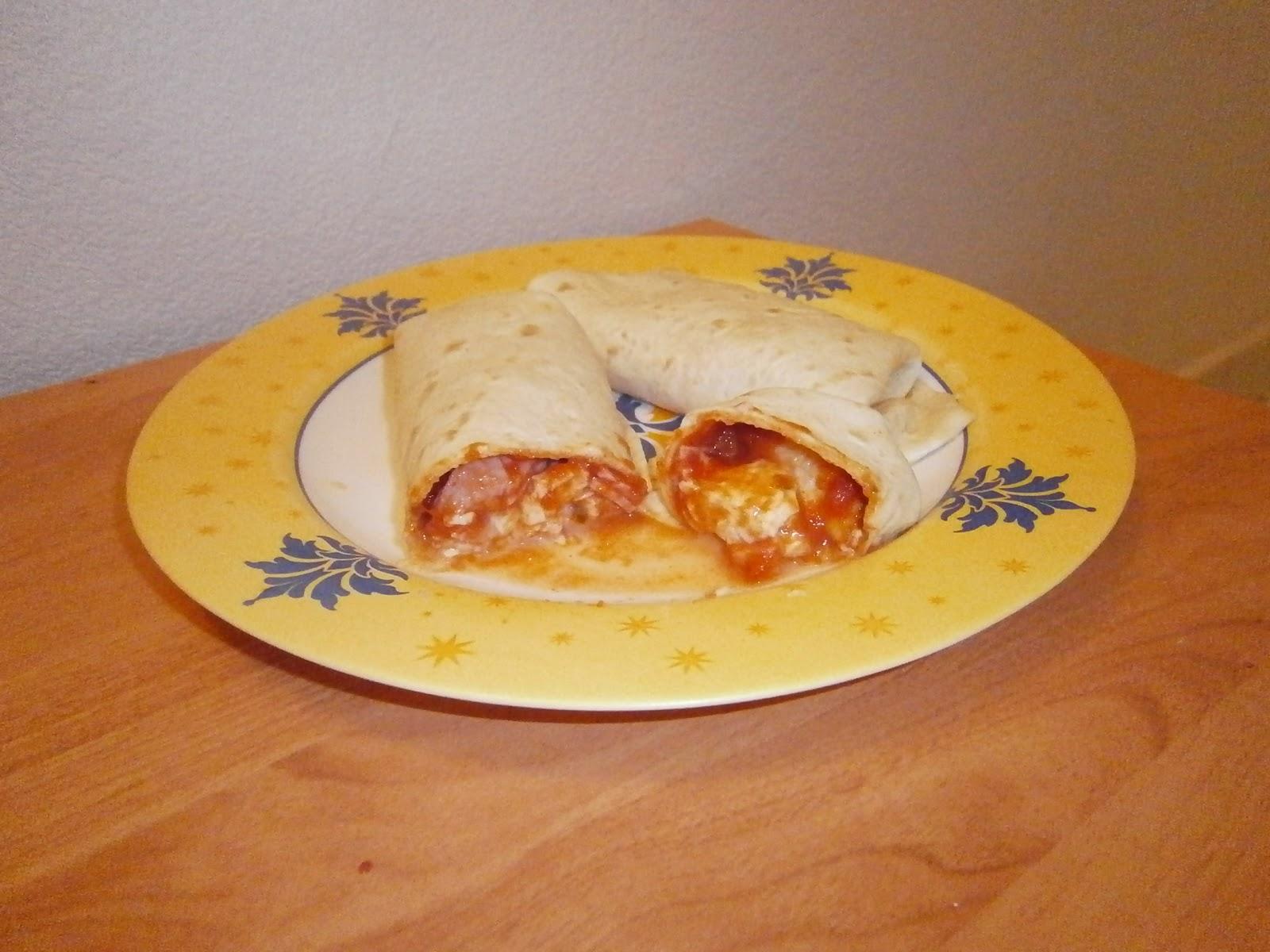 d lices d 39 une novice wrapizza wraps la sauce tomate au jambon et la mozzarella. Black Bedroom Furniture Sets. Home Design Ideas