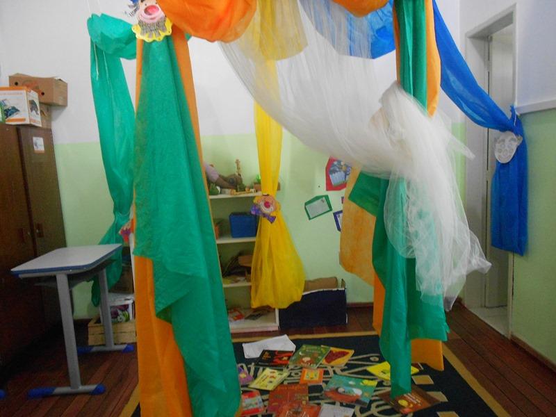 decoracao sala de leitura na escola:No mês de março elegemos as datas comemorativas importantes para