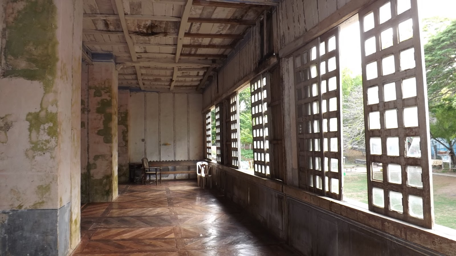 Siquijor cang isok century old house a nice center piece for Capiz window