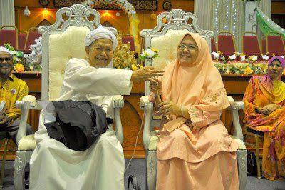 Rahsia Kebahagiaan Rumah Tangga Datuk Nik Aziz