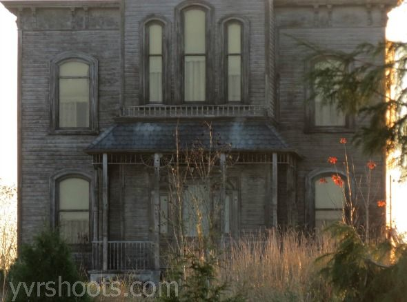 Bates motel set photos and report 15th november 2012 for Norman bates house floor plan