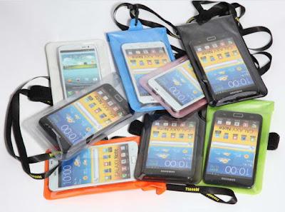 Gunakan casing anti air untuk smartphone yang tidak anti air
