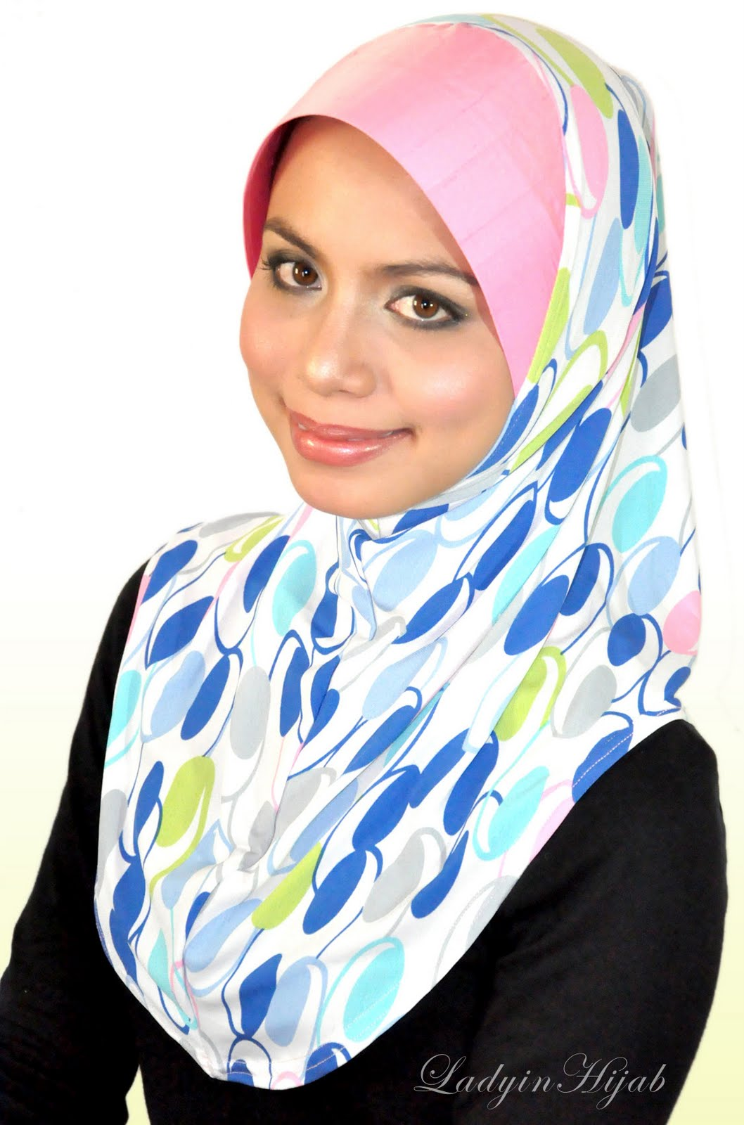 Cached Lady in hijab photos