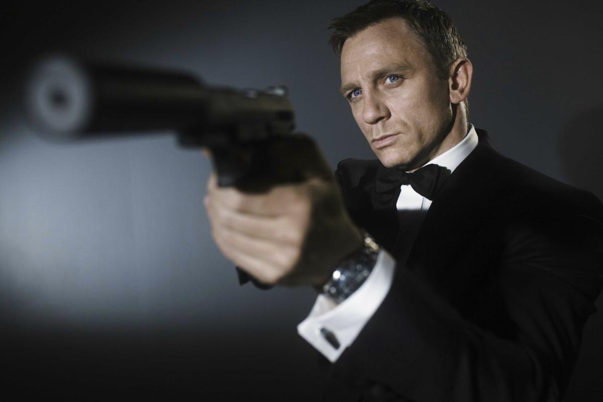 http://2.bp.blogspot.com/-1RcFAX5azNI/UEoUcbwOJRI/AAAAAAAADY8/U5wlaK6NGCw/s1600/james-bond-daniel-craig.jpg