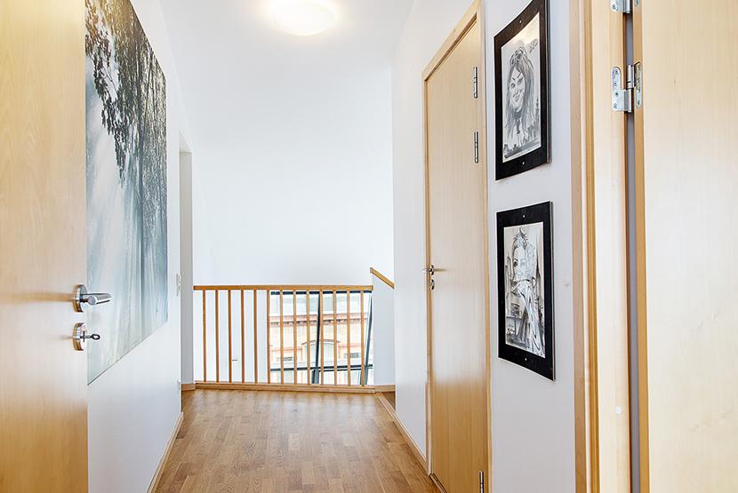 buhardilla-decoracion-lucernario-pasillo