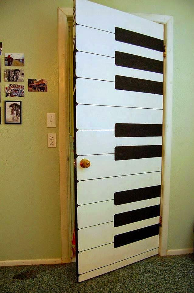 Idea de decoración : Puerta pintada como piano