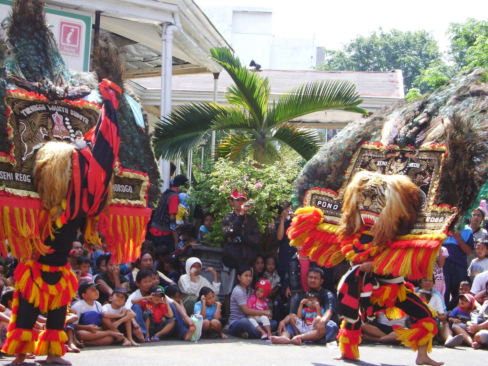 Reog ponorogoindonesia nakarasido hita whose members consist of reog groups from various regions in indonesia who had taken part in the national reog festival reog ponorogo be very open to altavistaventures Gallery
