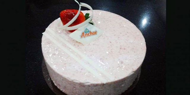 Kue Strawberry Cheesecake Spesial
