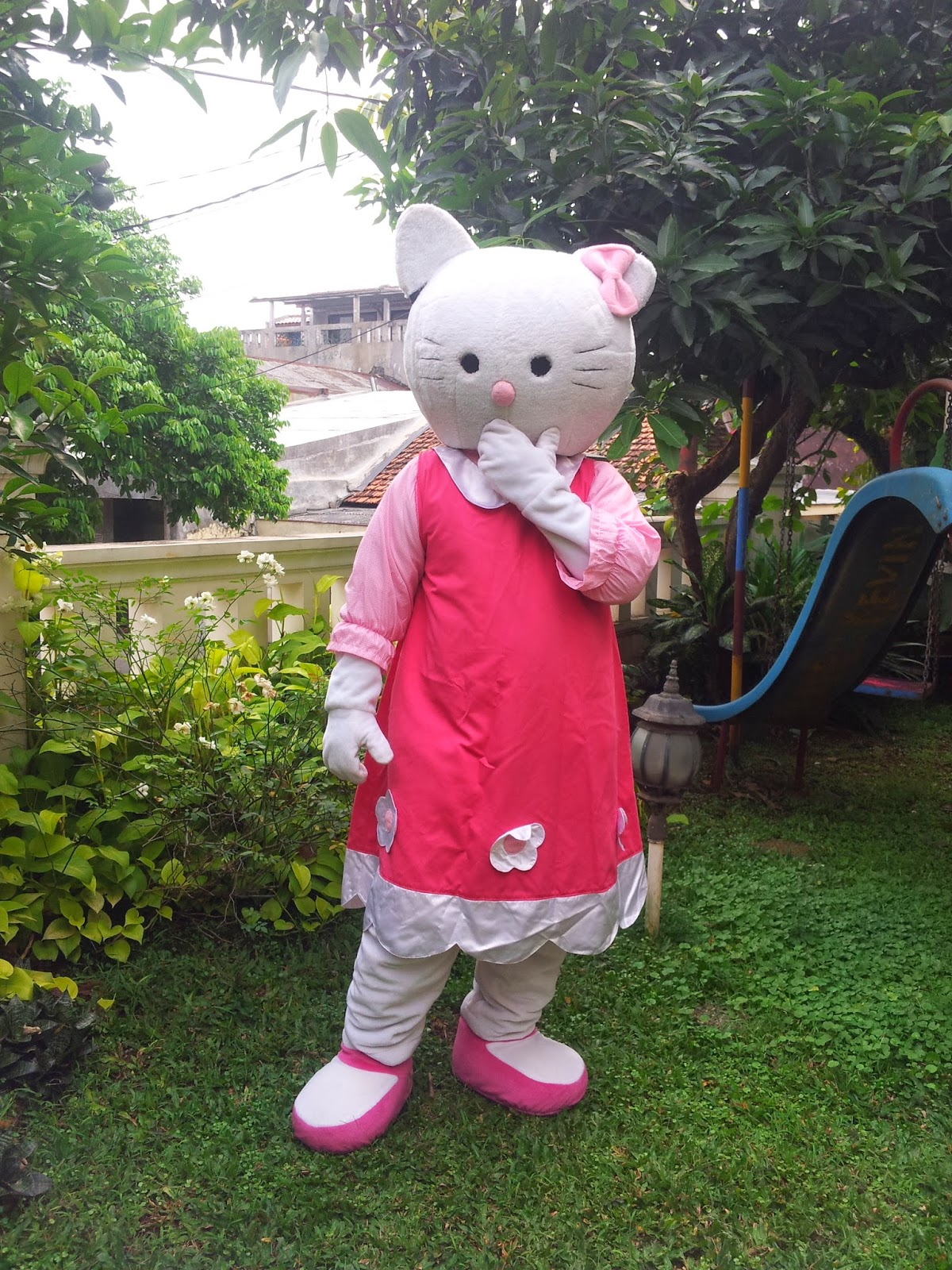 sewa Badut Hello kitty