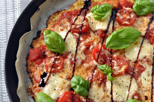 veggie low carb blumenkohl pizza margherita shelikes lifestyleblog. Black Bedroom Furniture Sets. Home Design Ideas