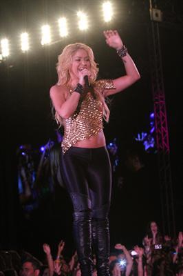 Galería » Apariciones, candids, conciertos... - Página 2 Shakira+roni+%25282%2529_634420906969609680_PhotoGalleryMain
