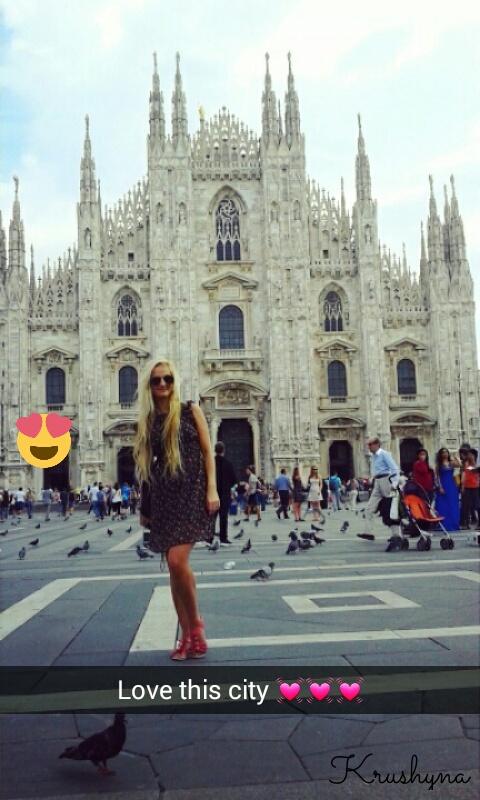 Włochy, dziewczyna w Mediolanie, ragazza a Milano, blogerka, Katedra Duomo, Duomo Cathedral, Italia, Italy, Mediolan, Milan, Milano, dziewczyna w Mediolanie, polish girl, polish blond girl, traveller, travel blog,  blog turystyczny, blog podróżniczy, Krushyna, Katarzyna Jankowska, Lublin, zabytki Mediolan, atrakcje Mediolan,