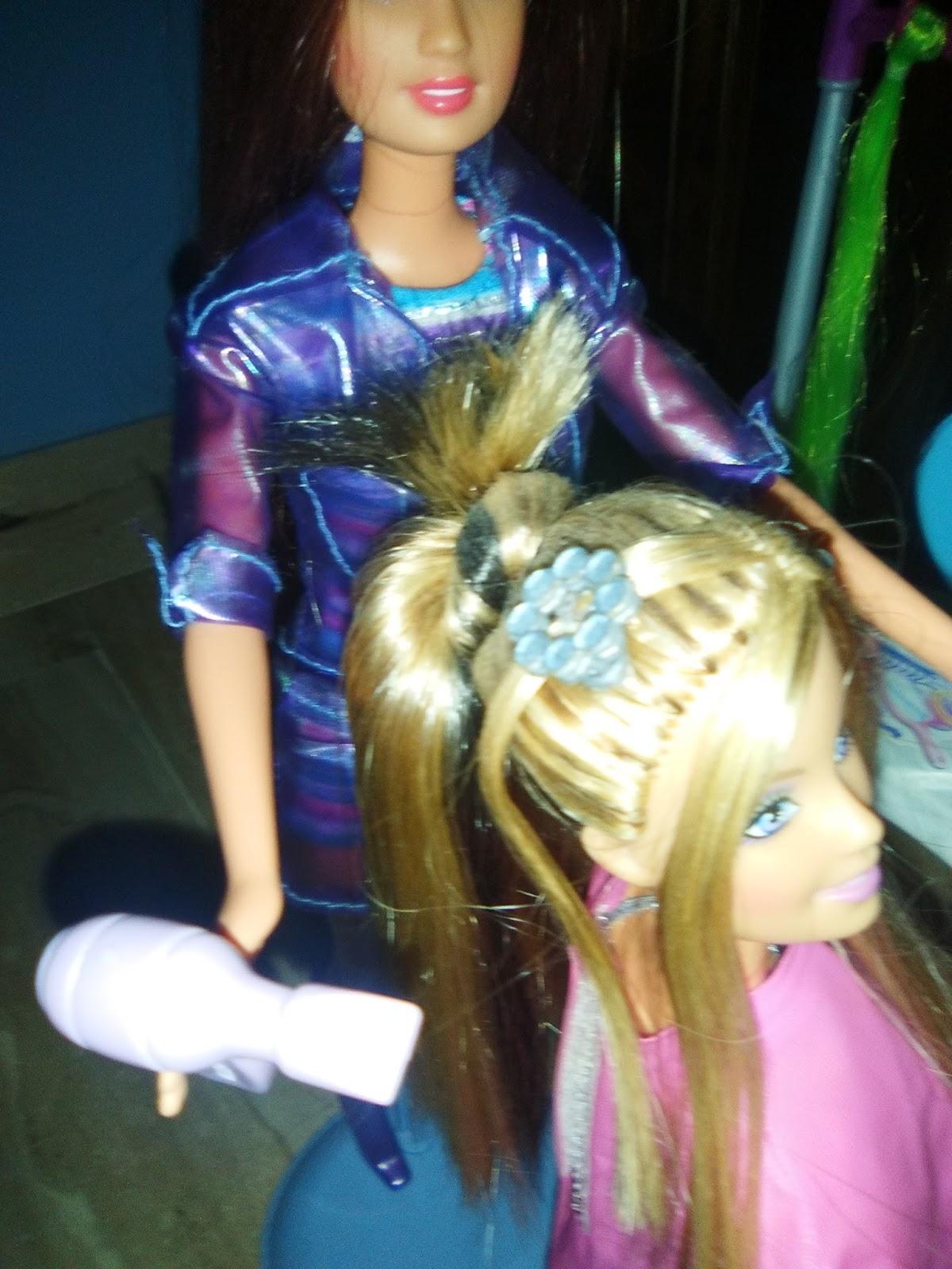 Peinados reales Barbie Juega a juegos en línea gratis en  - Barbie Peinados Juegos