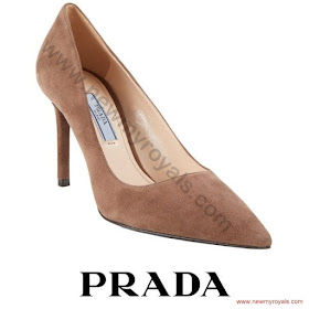 Sophie, Countess of Wessex style PRADA Suede Pumps and ERDEM Analena Dress