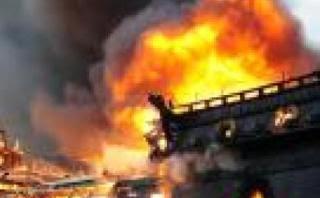 Gambar kapal terbakar
