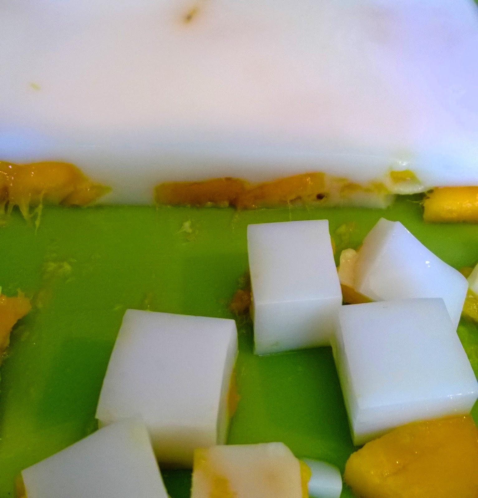 Almond jello with mangos