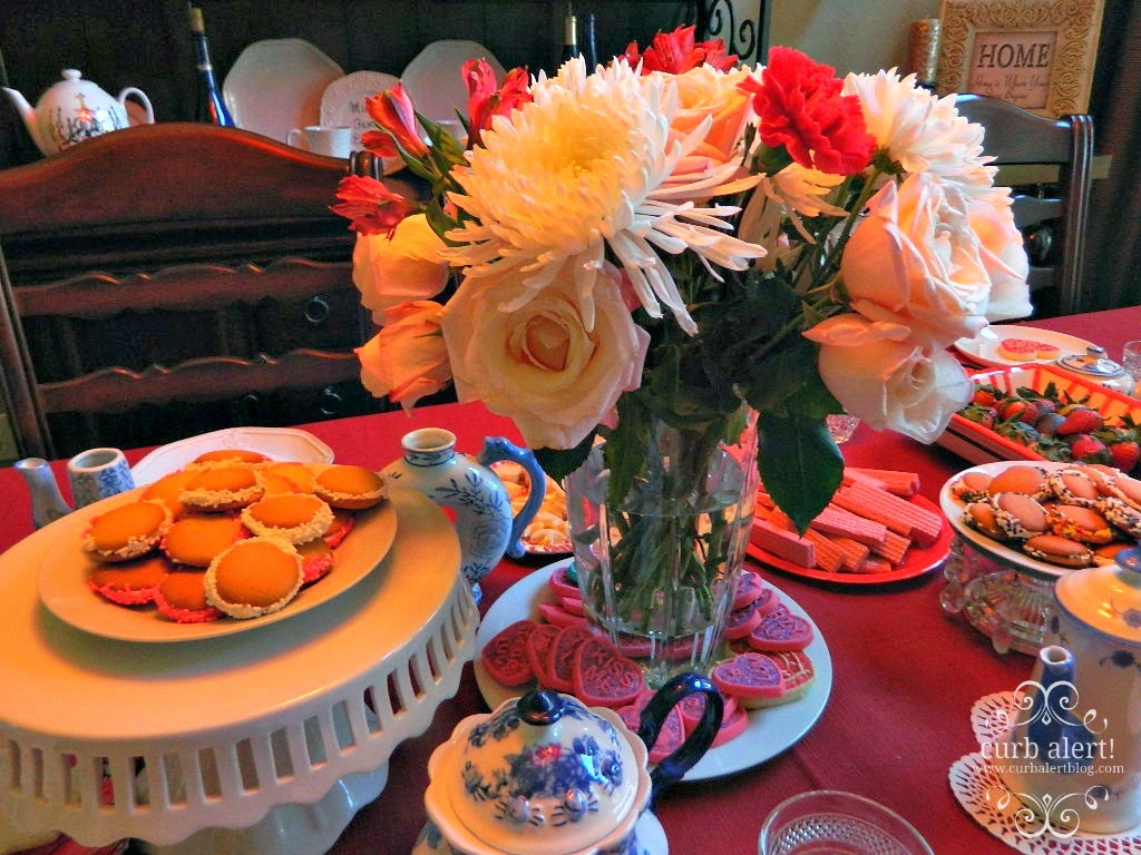 Tea Party Table Food Ideas for Little Girls via Curb Alert! Blog http://www.curbalertblog.com/2014/03/tea-party-ideas-for-little-girls.html