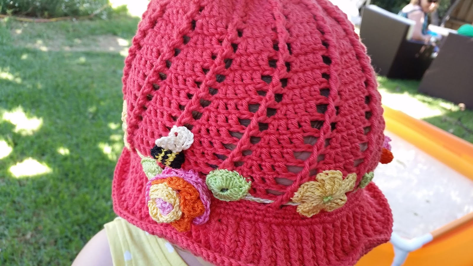 Free Knitting Pattern Baby Cloche Hat : Red Haired Amazona: Russian Little Girls Cloche Hat Pattern- the spiral one!