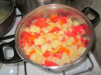 Цветная капуста с помидорами