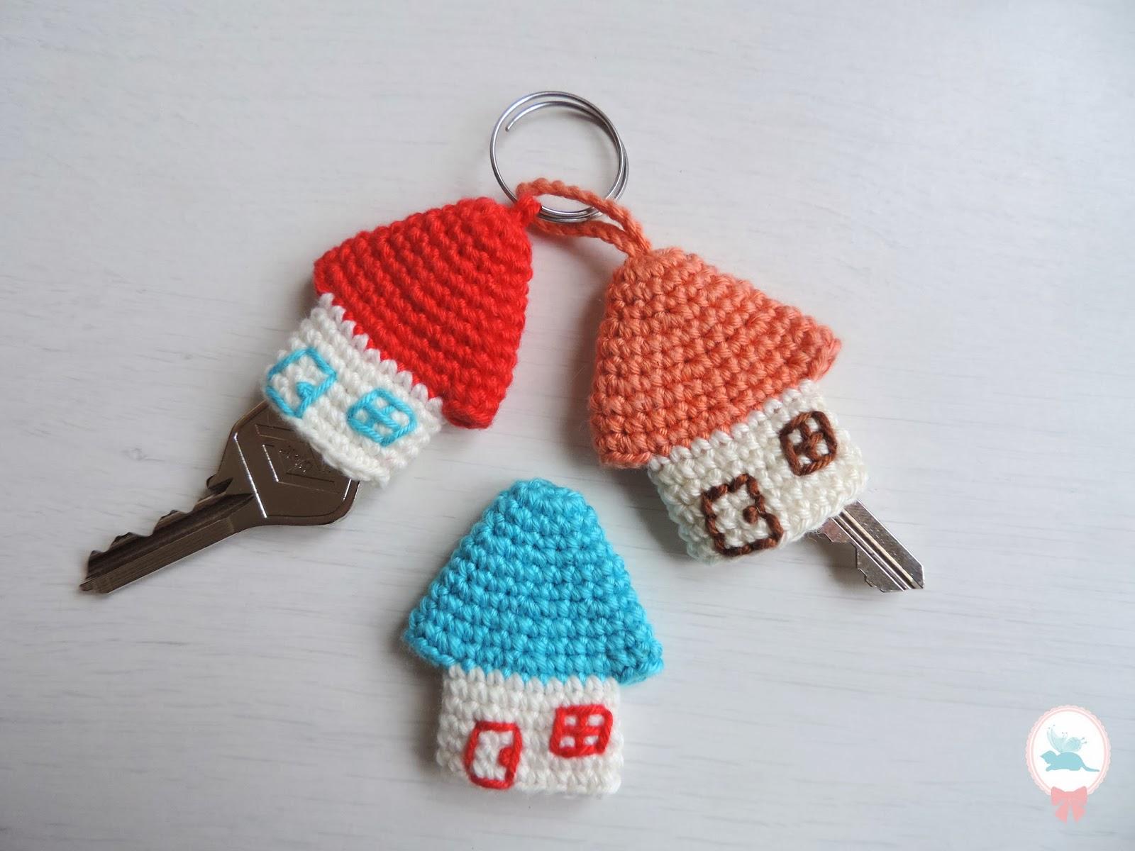 Rose coton diy porte clefs petite maison au crochet for Porte petite largeur