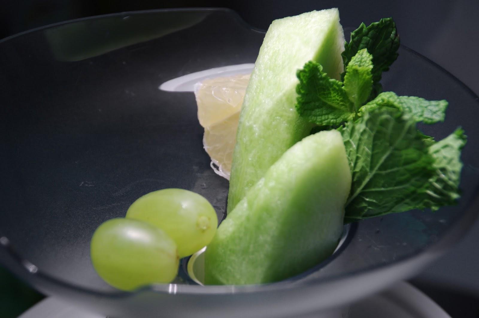 exprimimos zumo de melón, uva, pepino, menta y limón