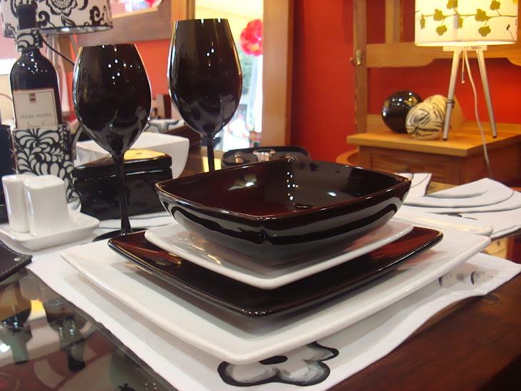 Copas y platos negros
