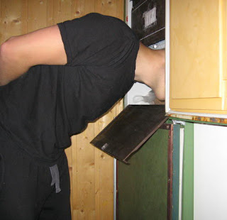 man 241543903 Head in Funny Freezer