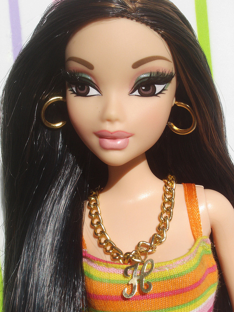 barbie vs bratz A jury in the federal retrial over who owns the rights to the billion-dollar bratz franchise with bratz creator carter bryant, a former barbie.