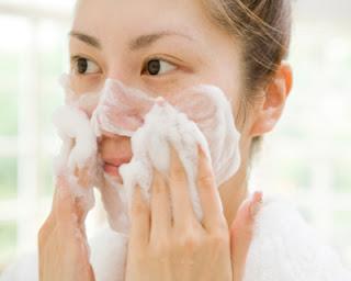 facial wash yang berbahaya