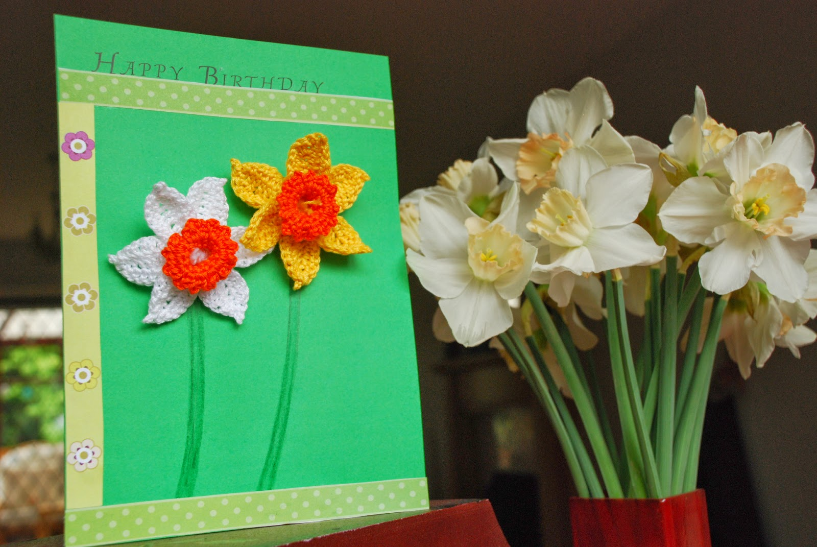 Crochet Daffodil pattern and tutorial: image of crochet daffodil brooches on a home made birthday card