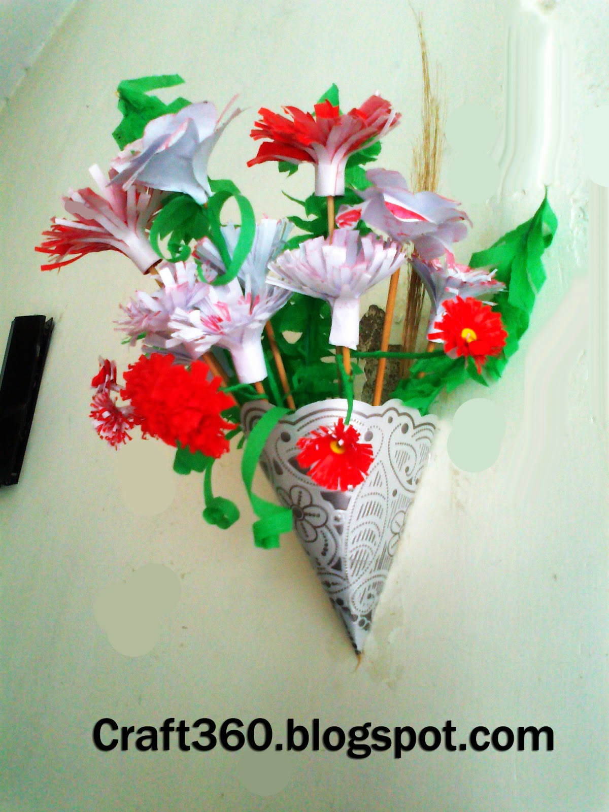 Craft 360 paper flowers in wall vase you recognize this paper wall vase if no then visit tutorial of wall vase take a try is so simple reviewsmspy