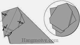 Bước 6: Gấp gấp khúc 3 cạnh giấy. Gấp góc giấy vào trong.