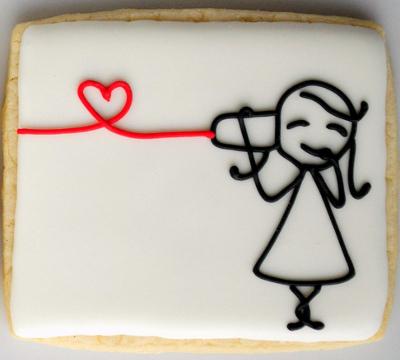 Kærligheds sukkerkager, hun lytter til dåsetelefon, med hjerte-kurre på tråden